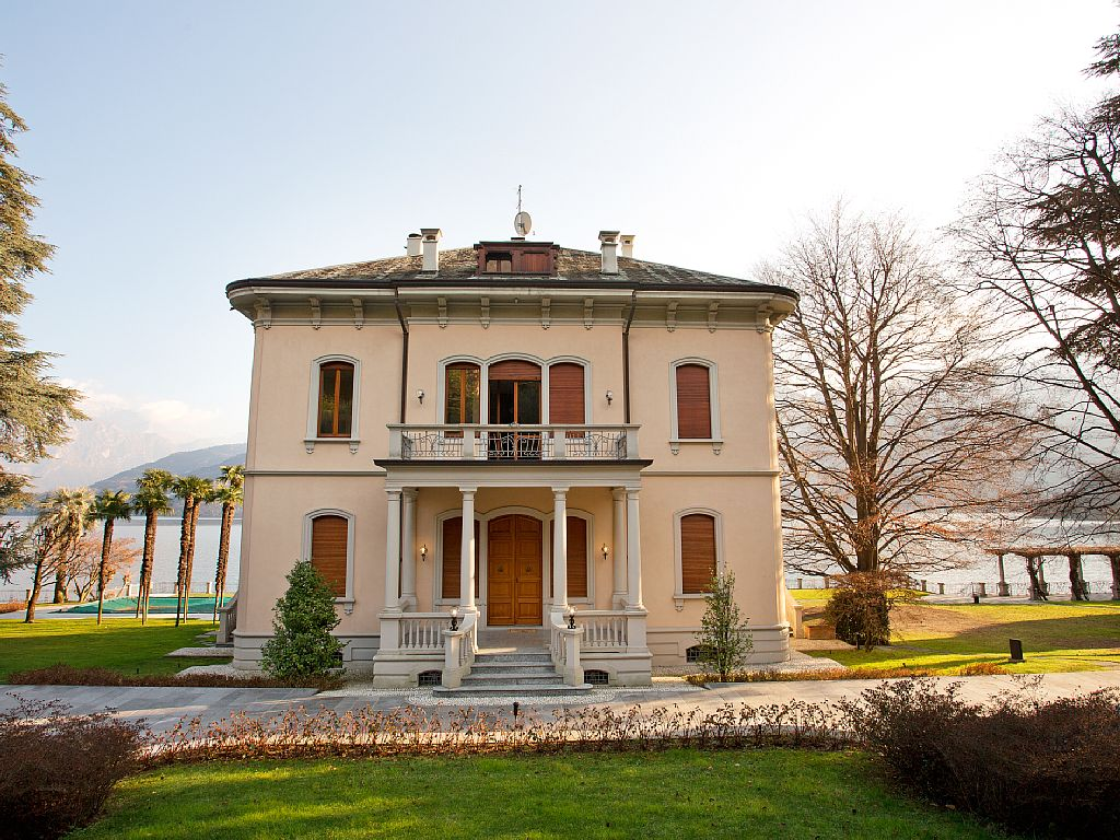 Lenno Apartment in Period Villa Located Directly on the Lake.