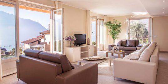 "Ossuccio Grande ""C"" Private home with pool, terrace, garden & private parking"