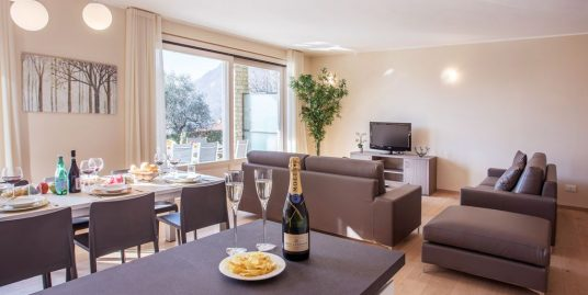 "Ossuccio Grande apartment ""B"" Stylish family home located in sunny Ossuccio."